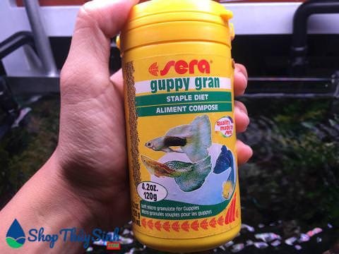 Thức ăn cho cá cảnh bảy màu Sera Guppy Gran